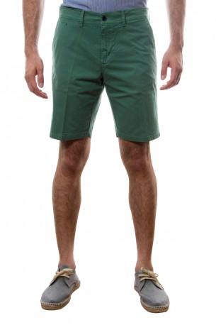Bermuda de algodón en verde